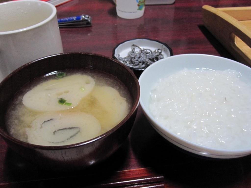 塩昆布、麩の味噌汁、お粥。